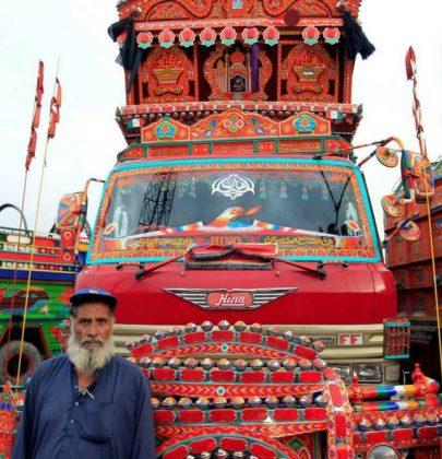 ¡Así son los camiones en Pakistán!