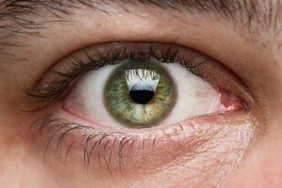 ¿Los ojos claros son más sensibles?