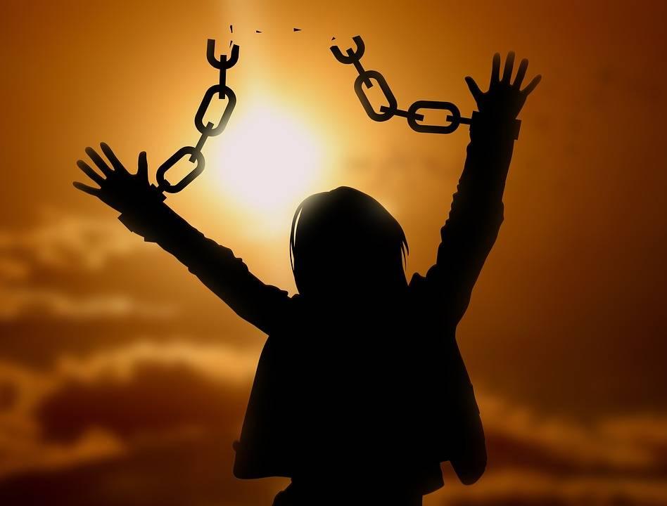 romper esas cadenas
